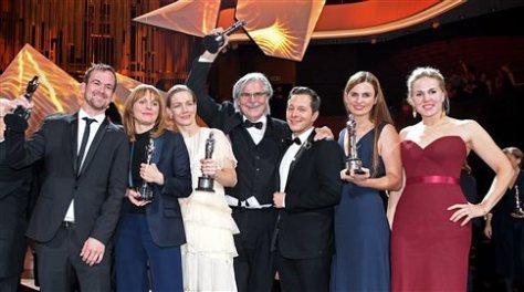 Οι συντελεστές της ταινίας Τόνι    με τα βραβεια τους